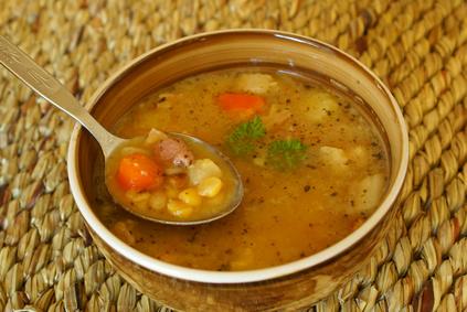 Hrachová polévka s bramborem