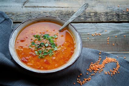 Polévka zčervené čočky