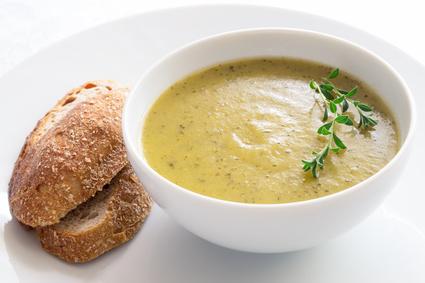 Cuketová polévka s bramborem