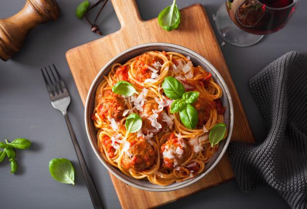 Špagety s omáčkou z pečených paprik