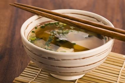 Polévka z řasy Wakame a tofu