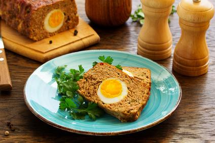 Plněná sekaná s vejcem