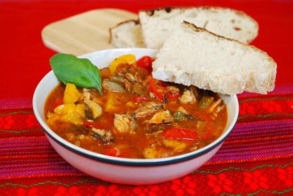 Maďarská rybí polévka halaszlé