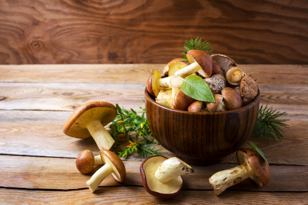 edible-mushrooms-wooden-bowl_112977-673.jpg