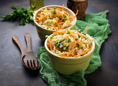 Salát z čínského zelí a mrkve