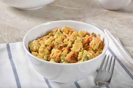 Pikantní kuřecí salát s kari