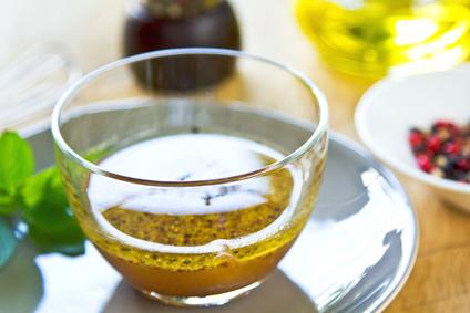 Medovo-hořčičná zálivka na salát