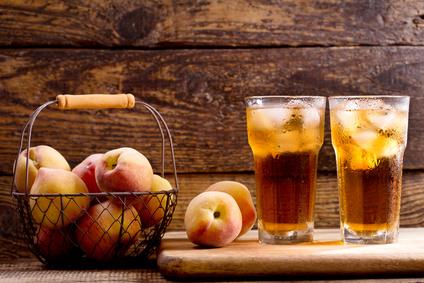 Domácí ledový čaj s broskvovou chutí