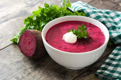 Polévka z červené řepy se smetanou