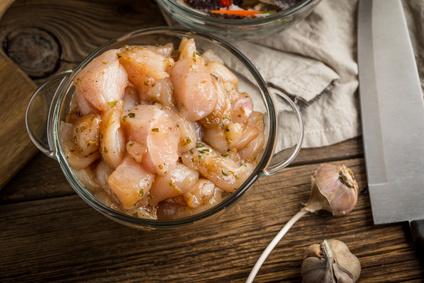 Česneková marináda na kuřecí maso