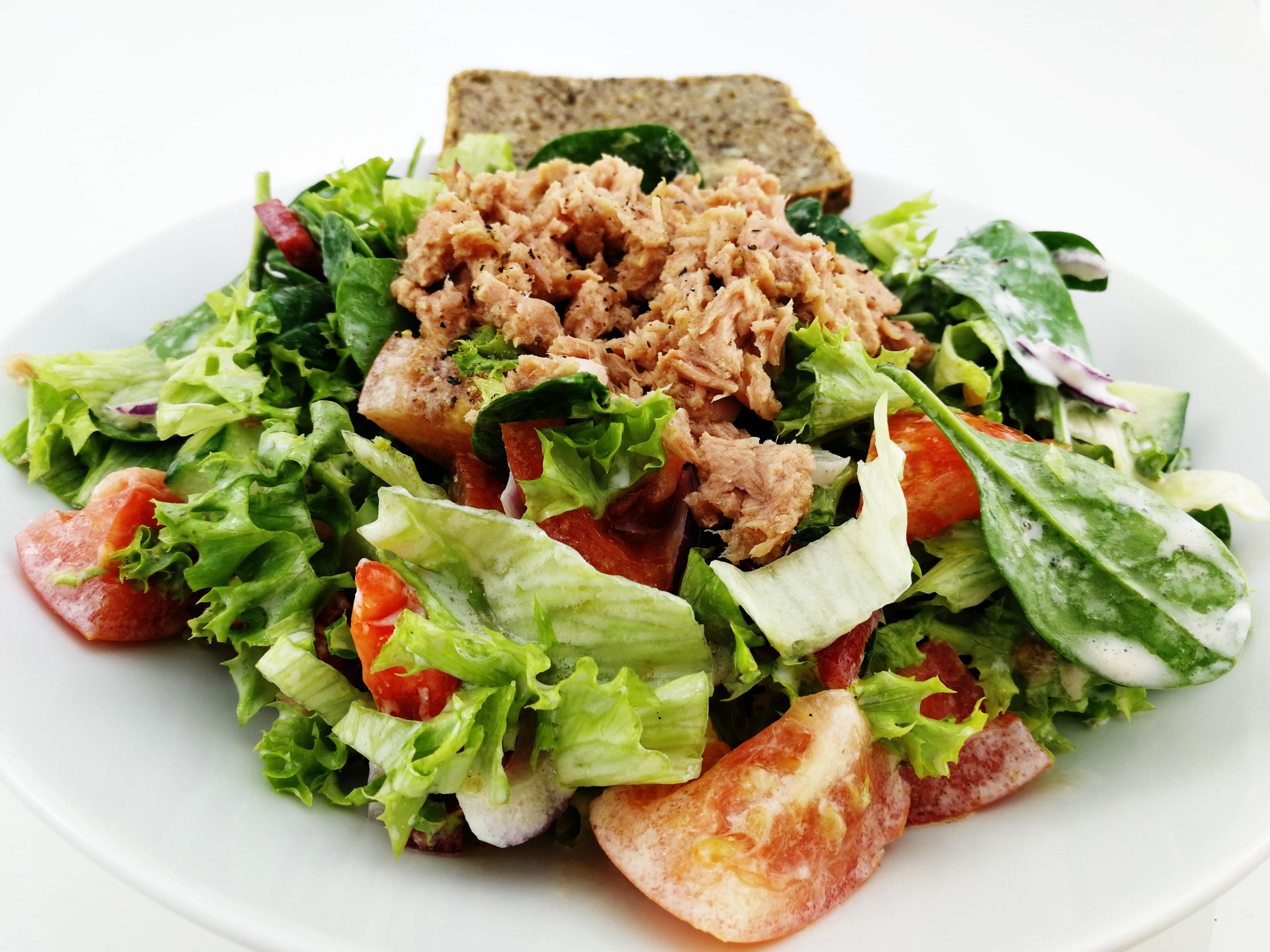 Salát s tuňákem a jogurtem