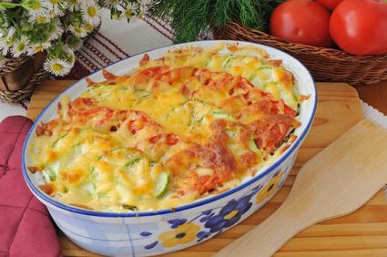 Zapečené těstoviny s cuketou a rajčaty