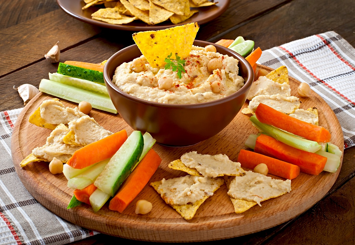 healthy-homemade-hummus-with-olive-oil-pita-chips.jpg