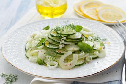 Fenyklový salát s okurkou