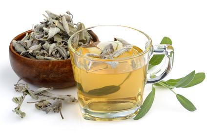 Šalvějový čaj proti zánětům