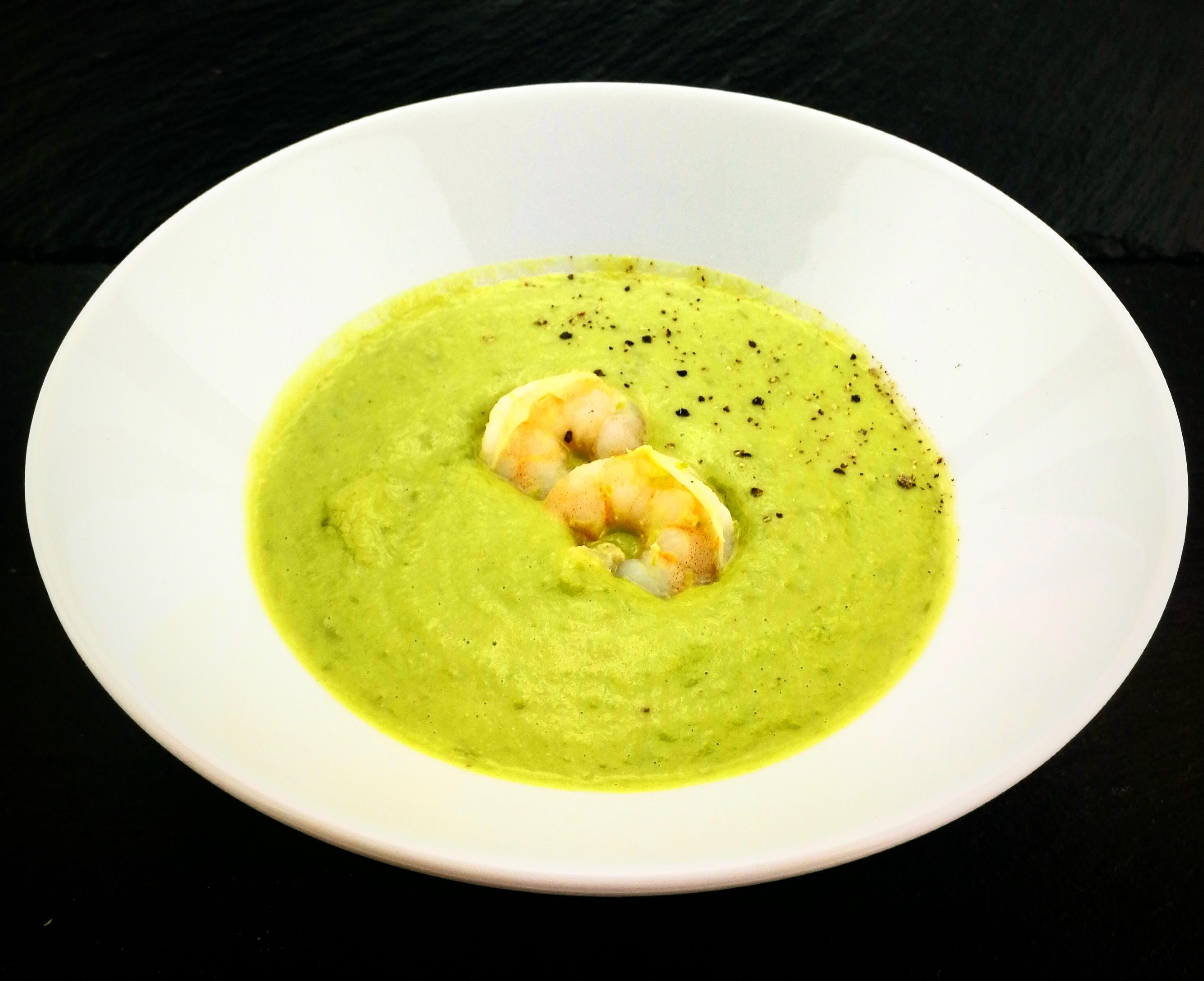 Hrášková polévka z mraženého hrášku s krevetami
