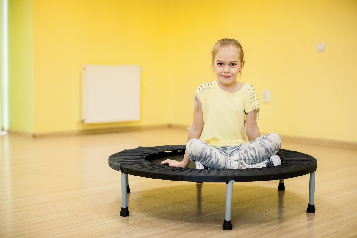 Cvičení na trampolíně není jen pro děti