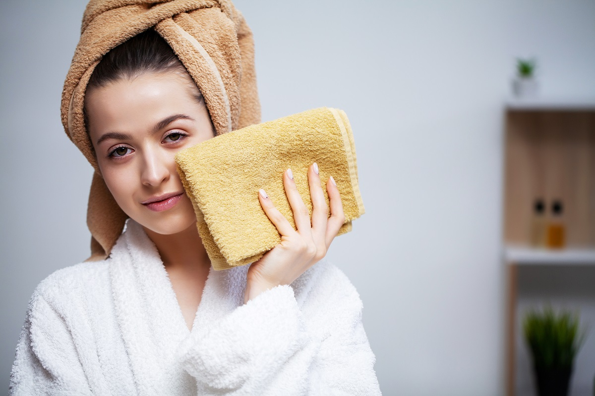 Do fitka si s sebou vezměte více ručníků, jeden výhradně na obličej