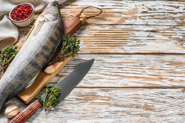 Mezi staročeské recepty z ryb patří i štika na smetaně.