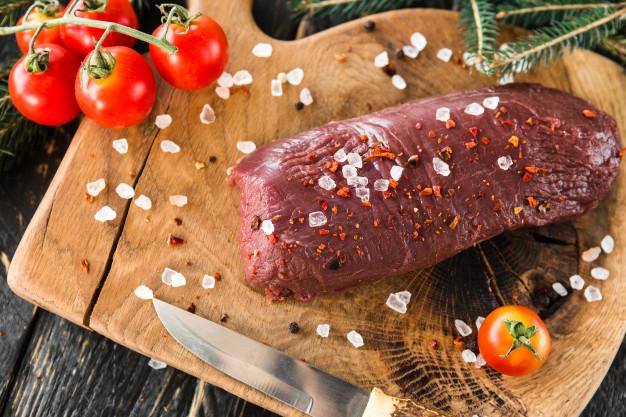 Domácí koření je skvělé i na srnčí maso.