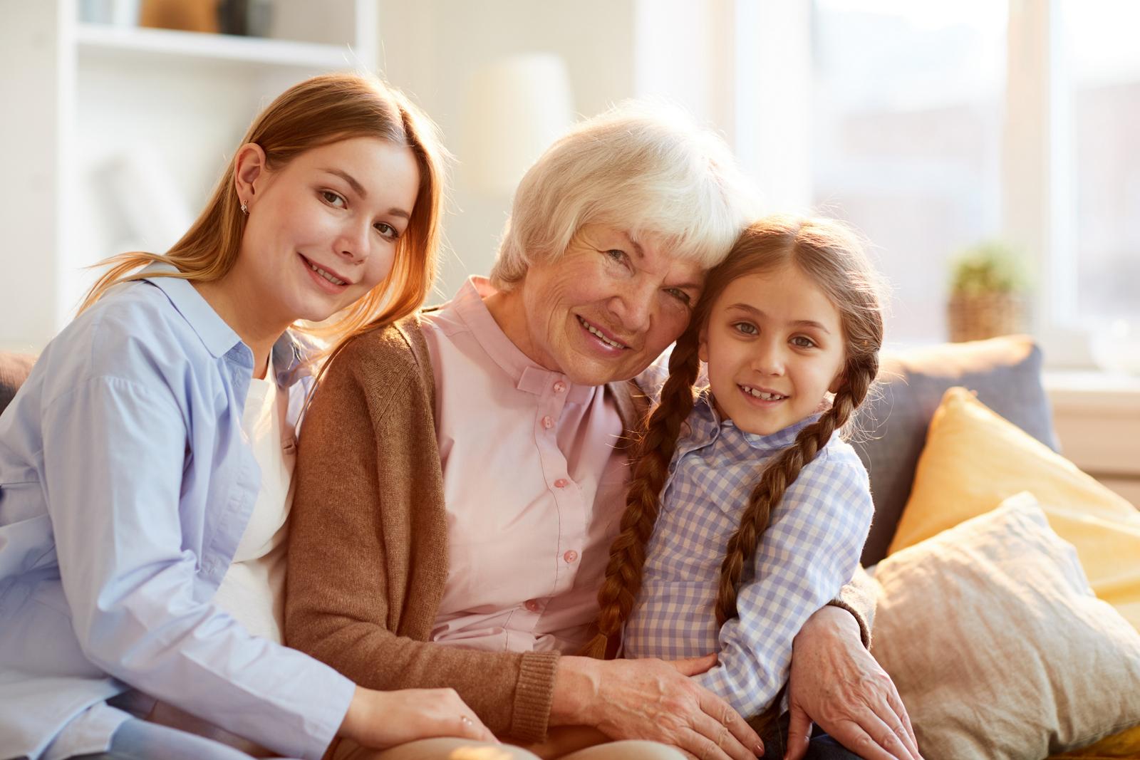 Vztahy v rodině jsou důležité. Babička by neměla podkopávat autoritu rodičů