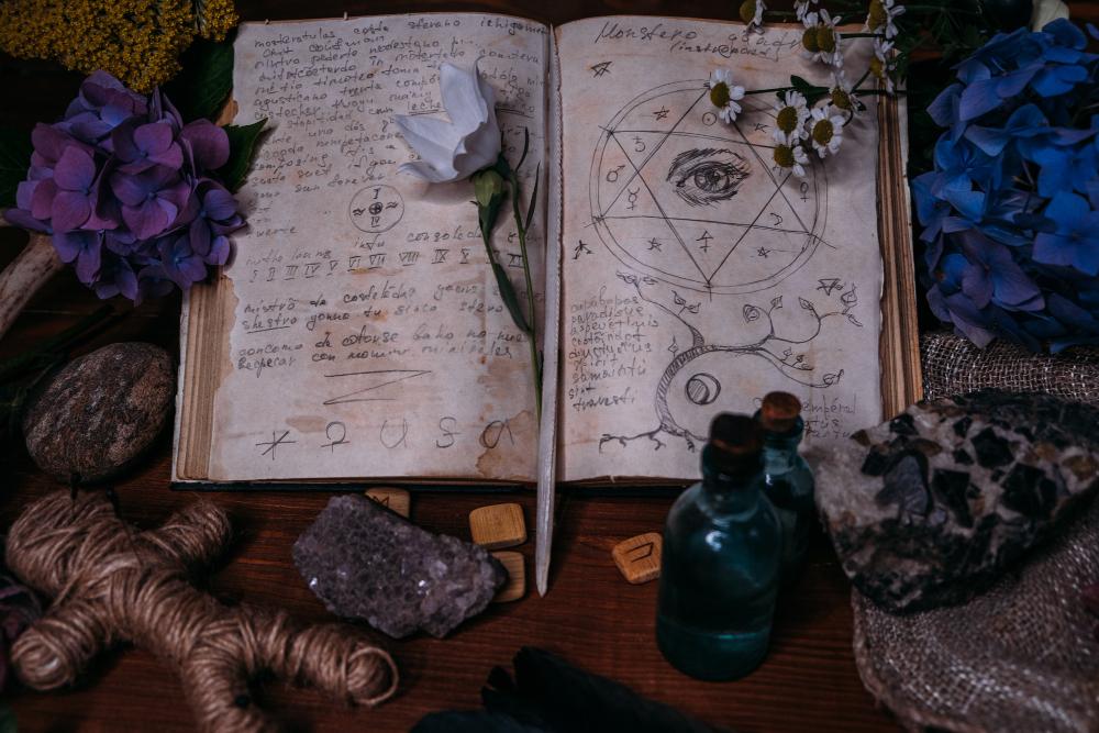 O magických bylinách hovoří i staré knihy kouzel