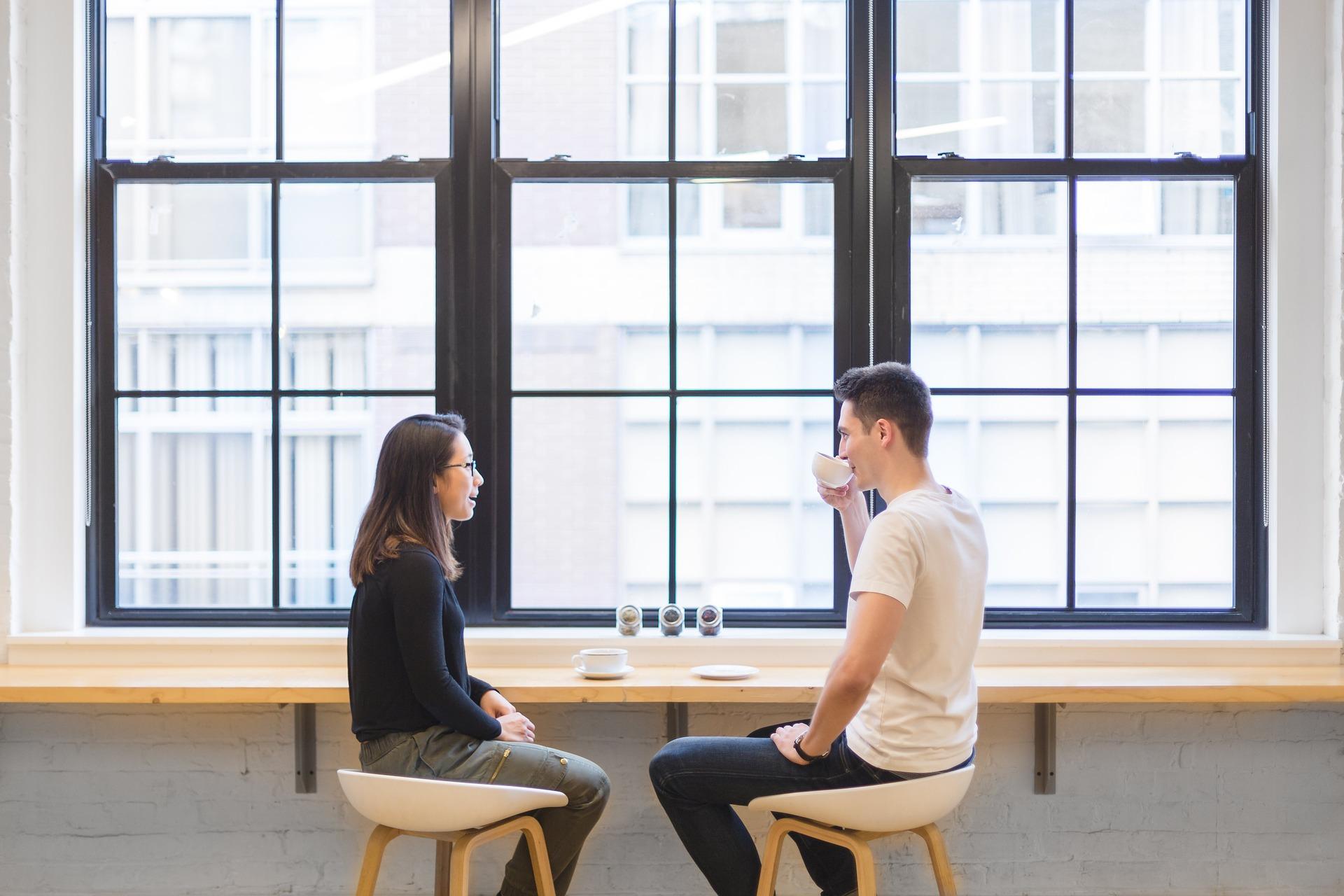 Pokud jdete na rande s někým ze seznamky, je vhodné vybrat veřejné místo.
