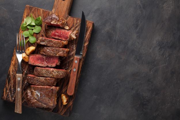 Hovězí steak je výborný i v prosté úpravě se solí a pepřem.