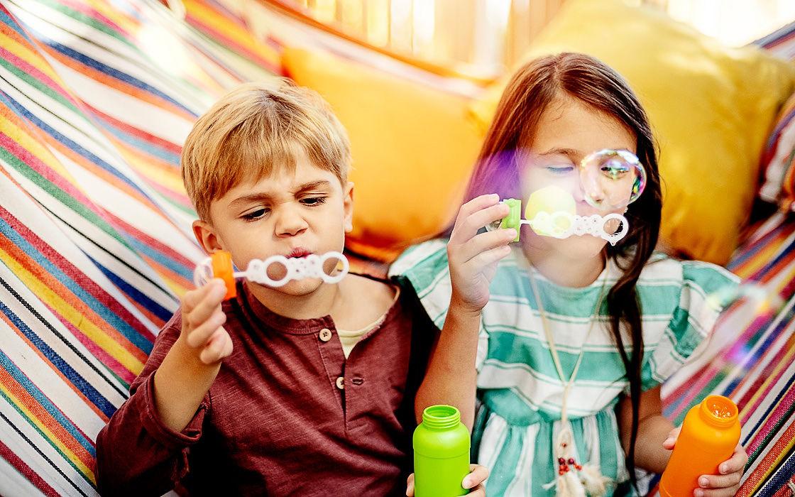 Hraní a zábava udrží doma dobrou náladu i při nemoci.