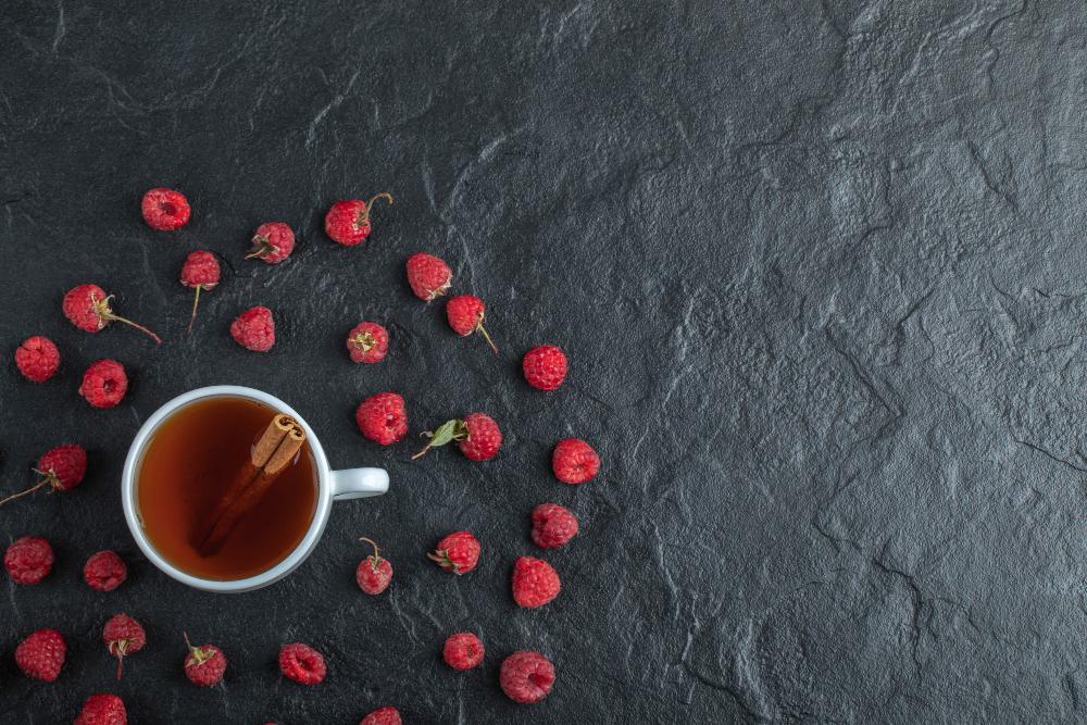Čaj z maliníku může být cenným pomocníkem pro urychlení porodu