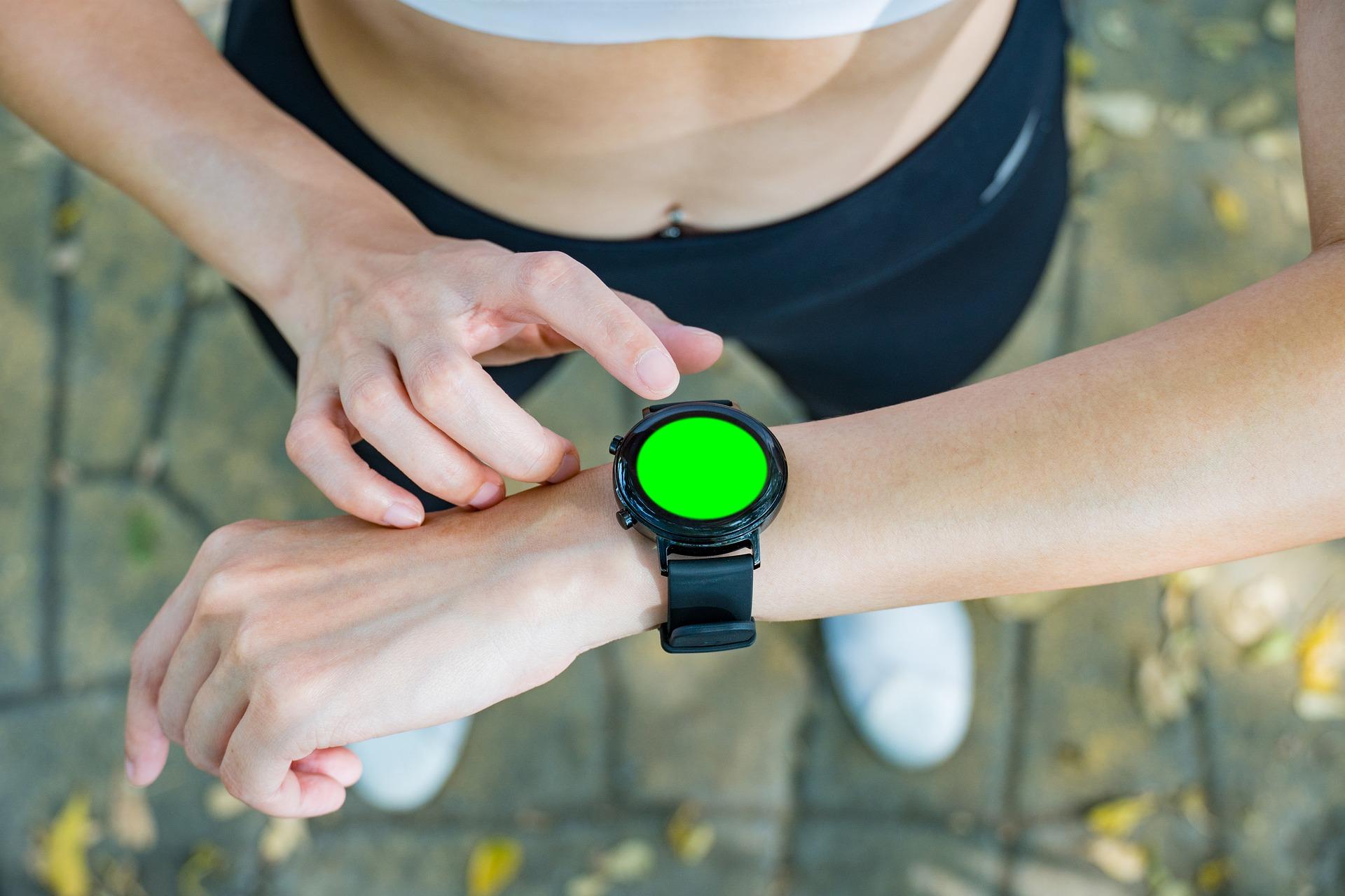 Chytré hodinky se stanou skvělými pomocníky hlavně při sportu.