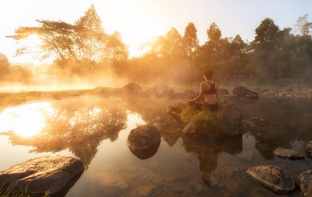Ticho vám poskytne i pobyt v přírodě, kde si můžete zameditovat.