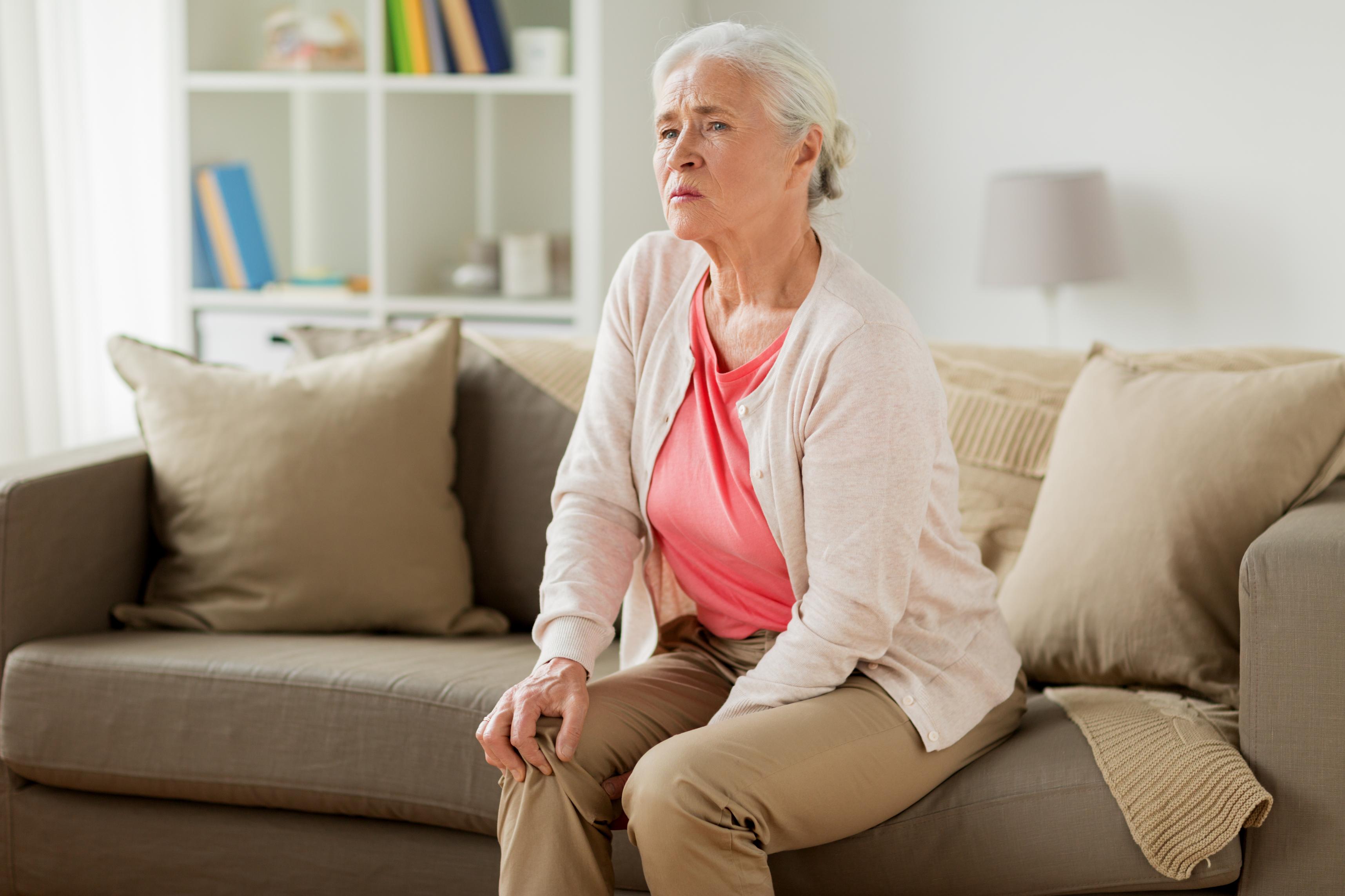 Příčinou bolesti kloubů může být revmatoidní artritida nebo usazené borelie.