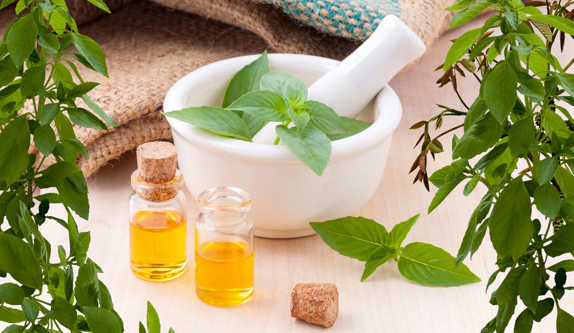 Bylinné koupele můžete připravit i s přírodními esenciálními oleji.
