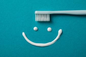 Domácí zubní pasta je levná a účinná. Dobře skladovaná vydrží i týdny.