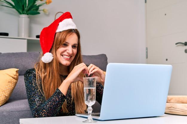Vánoce o samotě můžete zpestřit videohovory s blízkými lidmi.