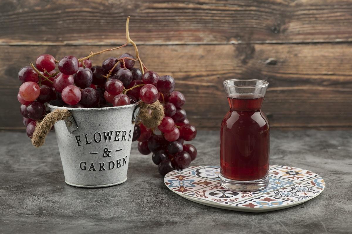 Quercetin se hojně ukrývá v červeném hroznovém víně