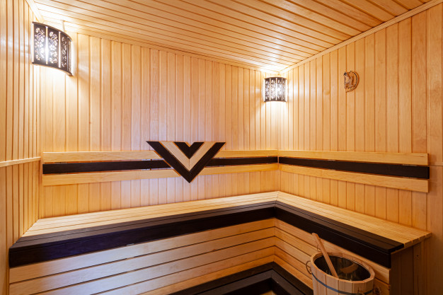 Finská sauna je vhodná zejména pro ty, kteří bydlí v rodinném domě.