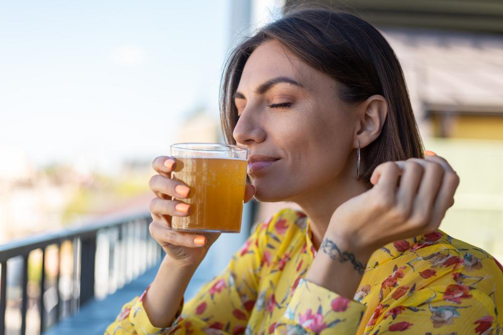Pijte čaj nebo ovocnou šťávu, abyste předešli zažívacím potížím