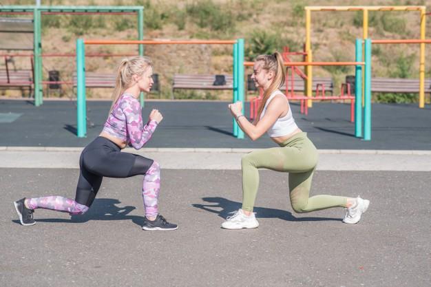 Venkovní fitness můžete využít i s kamarádkou či kamarádem.