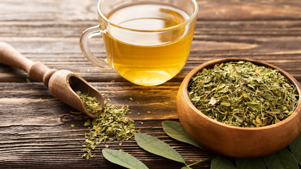 Ze sušených bylinek si můžete udělat směs koření nebo vlastní čajovou směs