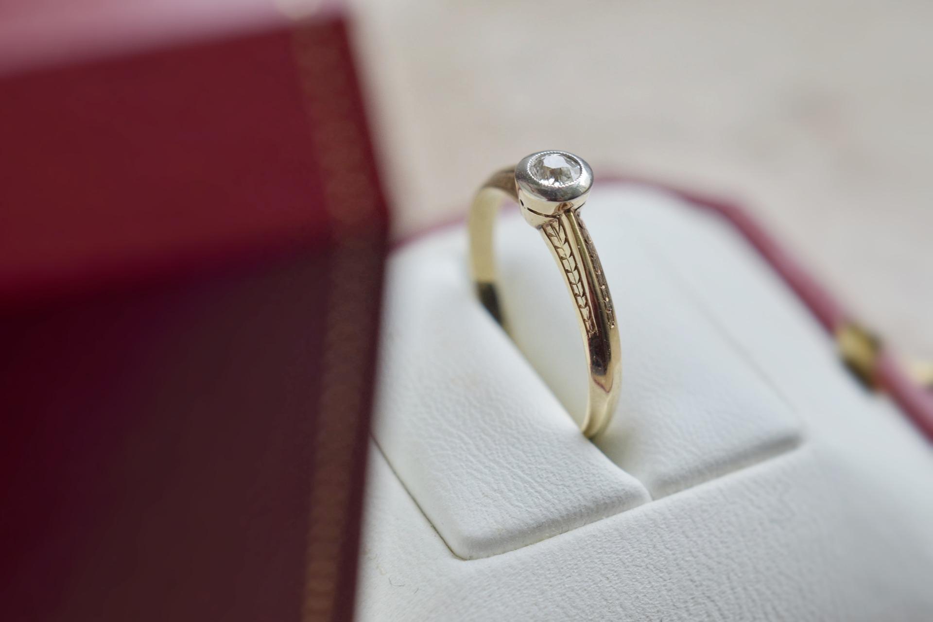 Žádost o ruku na Vánoce si žádá úžasný prsten.