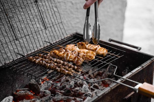 Grilovací marinády dokonale ochutí steaky i maso na špízy.