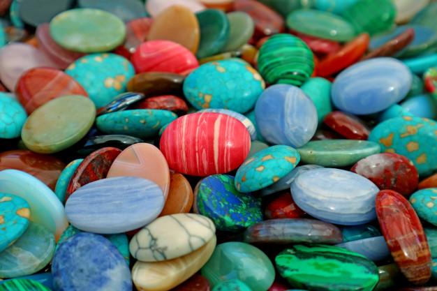 Ochranné amulety ve formě kamenů.