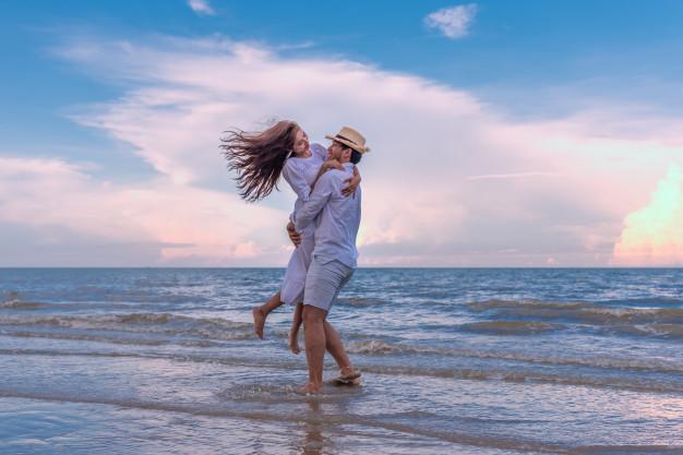 Letní láska zpravidla vzniká na dovolené v zahraničí.