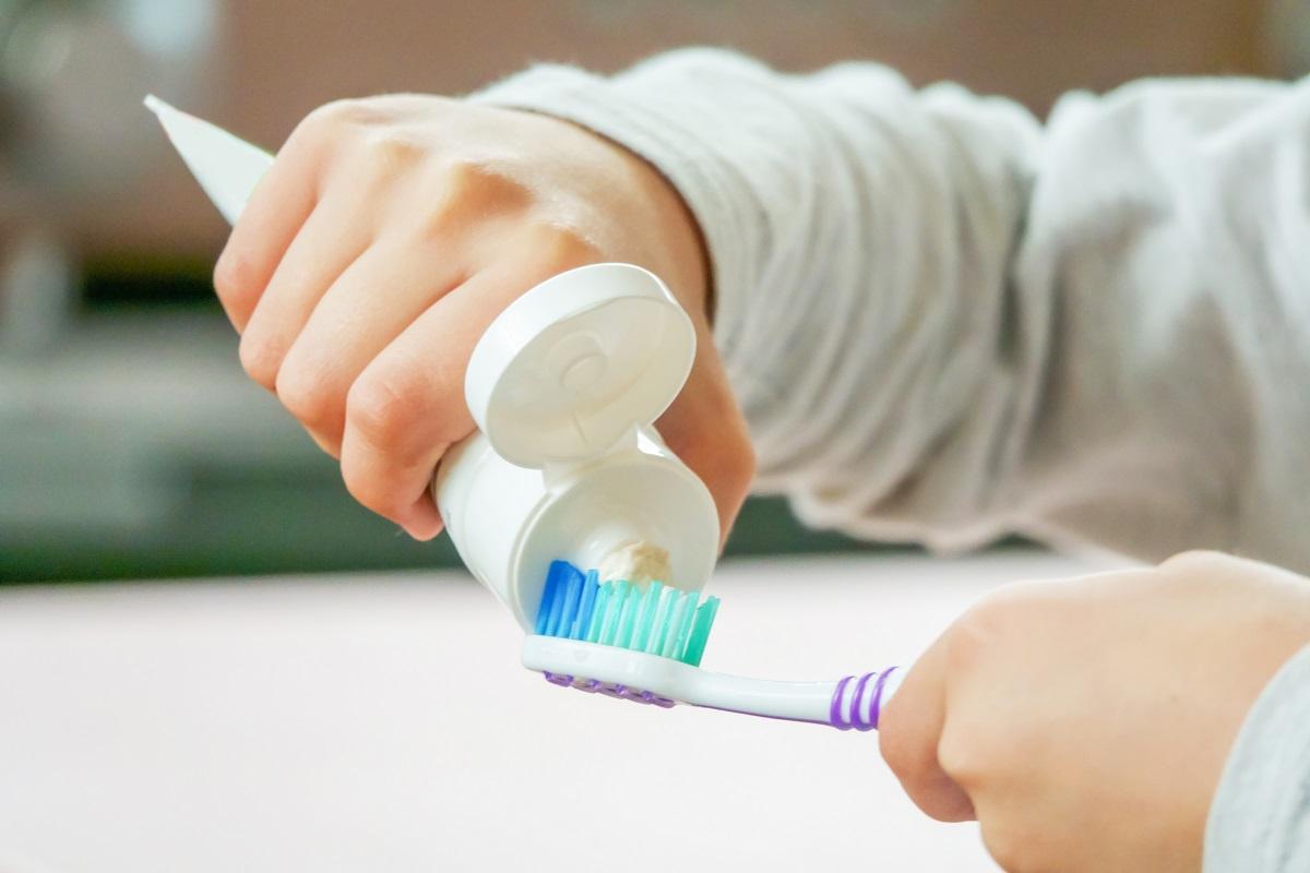 Děti by si měly zuby čistit pastou bez fluoru