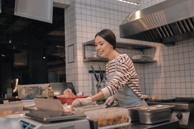 Zážitková gastronomie je i o otevřených kuchyních v restauracích.