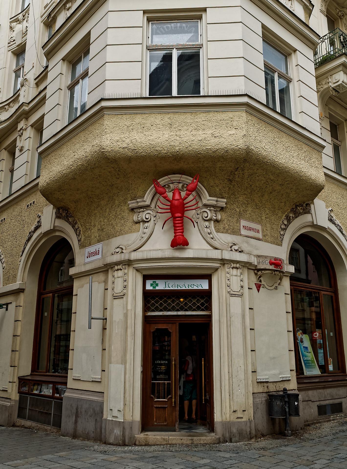 V Brně je možné natrefit na domovní znamení Červený rak.